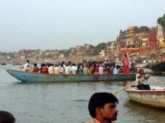 Local tourists pack the boats!